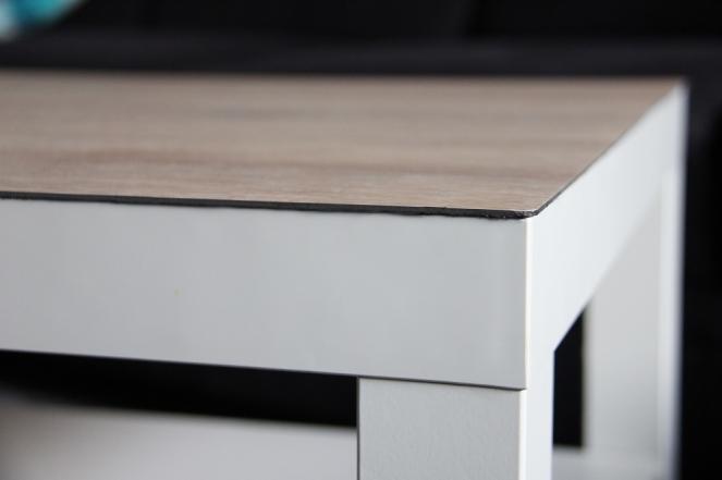 Sauber-Verklebte-Oberfläche-des-Tischs